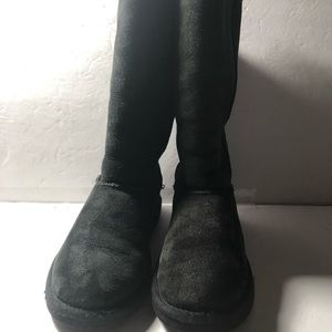 UGG Tall size 4